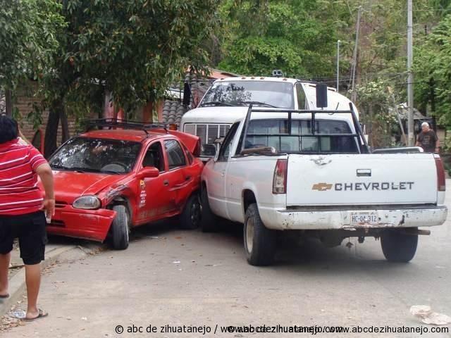 Chocó contra auto estacionado