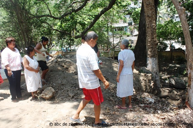 Vecinos impiden excavacion en el arroyo del El Limón