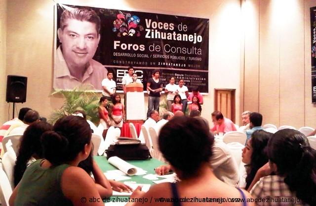 """Un éxito los foros """"Voces por Zihuatanejo"""""""