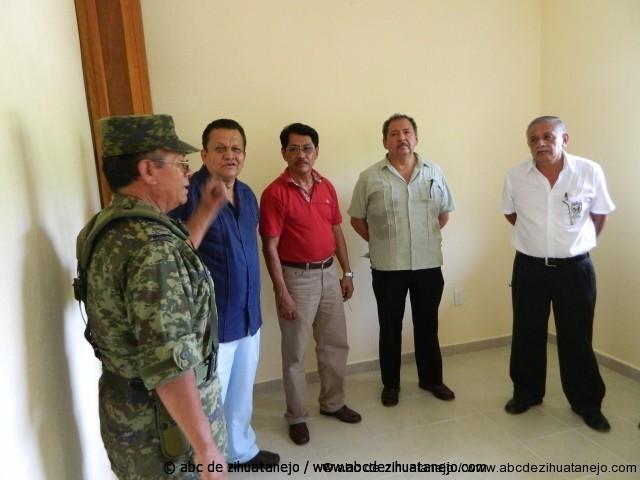 Agradecen colaboración del Ejército Mexicano en obra en escuela