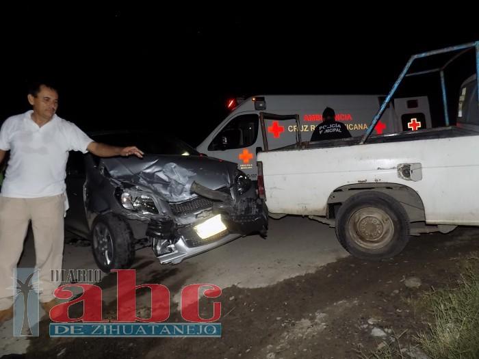 Herido en choque de camioneta contra auto