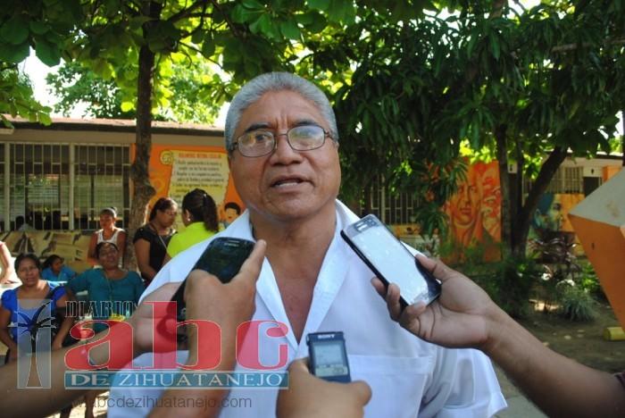 Demandaron padres de familias y maestros, la devolución  de tres maestros en una escuela de Atoyac