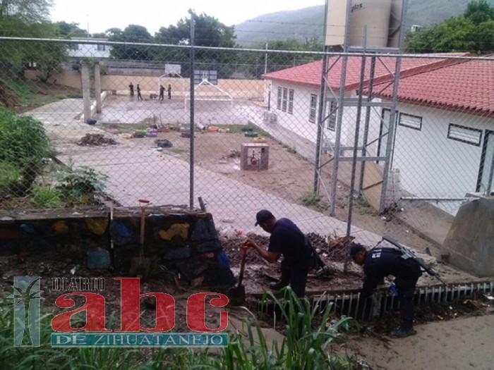 Vecinos de la Esperanza temen se inunde escuela