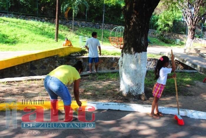 Vecinos arreglan parque abandonado de la colonia La Esperanza
