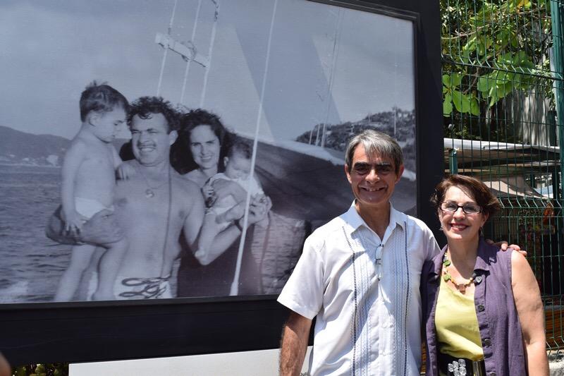 Rosalía y Carlos Valdes hijos de Tin Tan inauguraron fotografias inéditas de su papá en Acapulco