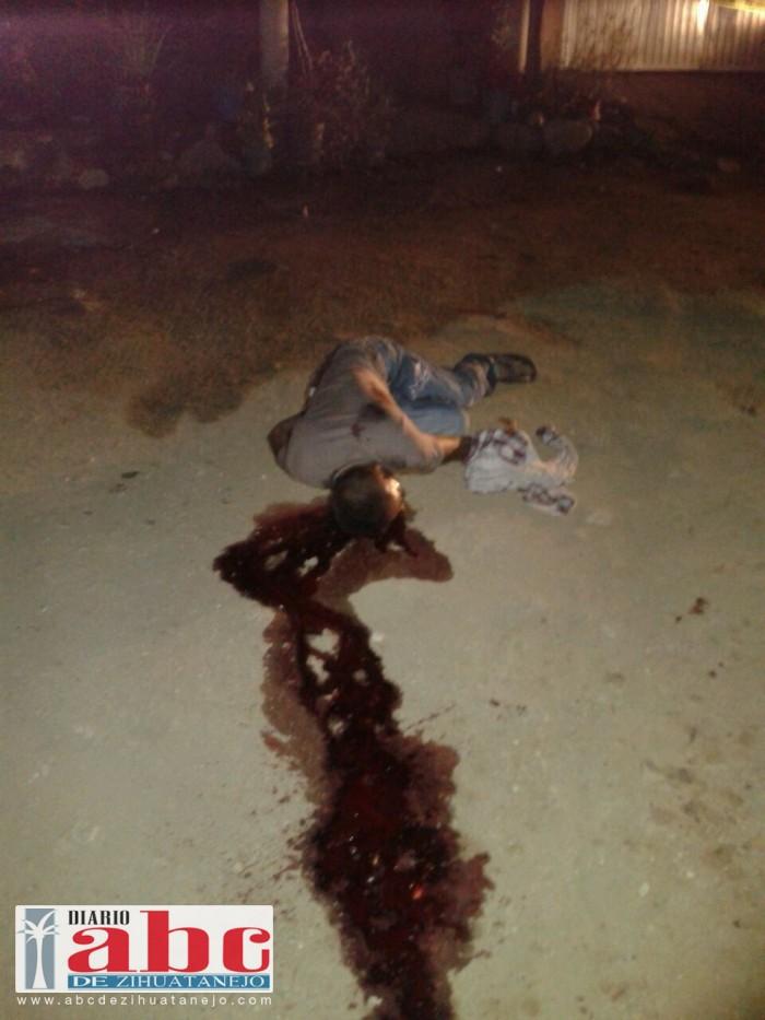 Asesinan a desconocido en la entrada a Tecpan en Guerrero