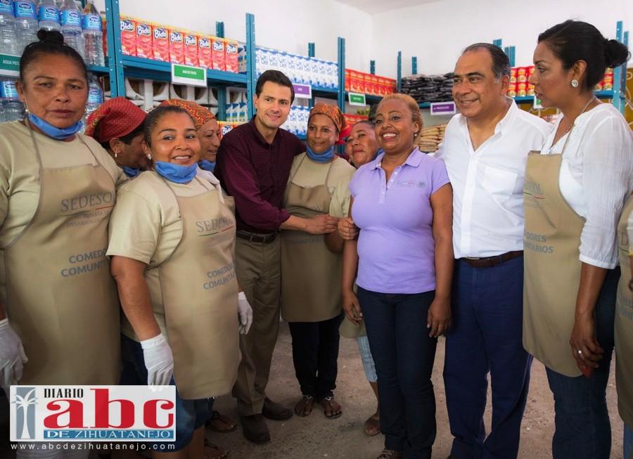 Con gran calidez, habitantes de Tres Palos reciben a Peña Nieto en su visita 31 al Estado de Guerrero