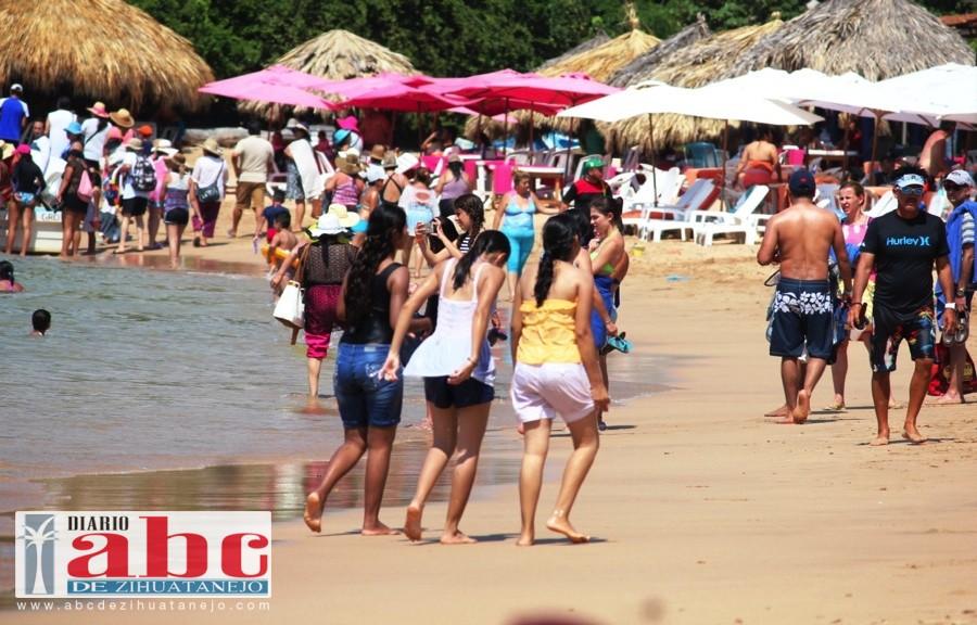 Muy buena afluencia turística ha recibido en lo que va de la temporada alta la isla de Ixtapa.