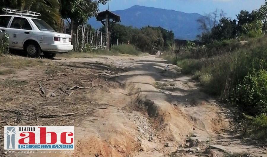 La colonia Aeropuerto no cuenta con sistema de drenaje, por lo que los aproximadamente 4 mil habitantes descargan sus aguas negras en fosas sépticas.