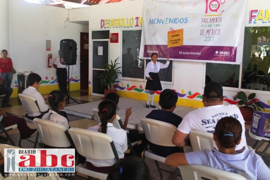 Niña de Atoyac de Álvarez se convertirá en diputada por un día al resultar ganadora del Decimo Parlamente de las Niñas y los Niños de México 2016.