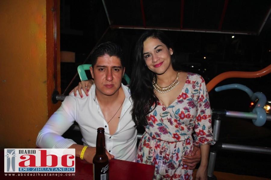 Otra muy hermosa pareja Gustabo y Sandra disfrutando el ambiente.