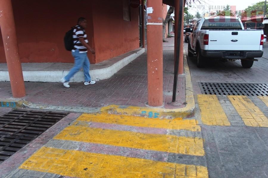 Rampas para discapacitados obstruidas y pasos peatonales for Rampa de discapacitados
