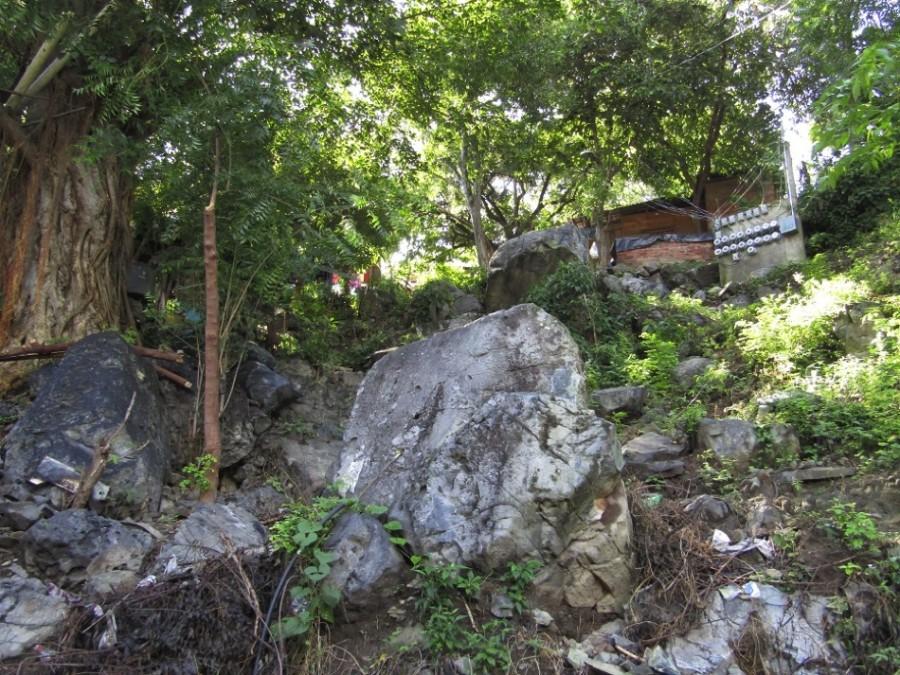 Urge que truenen unas piedras en Loma Bonita