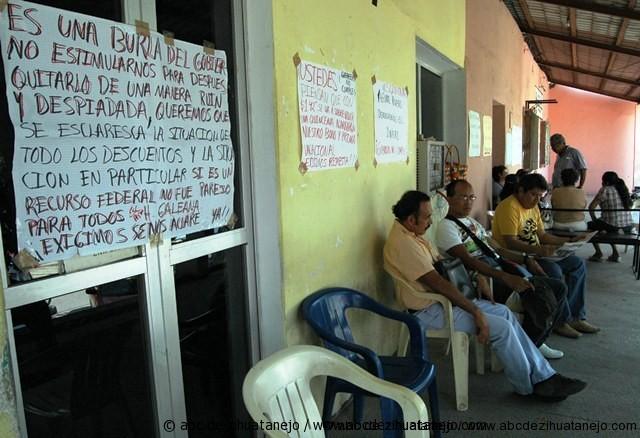 Photo of Reanudan maestros toma de oficina fiscal en Tecpan