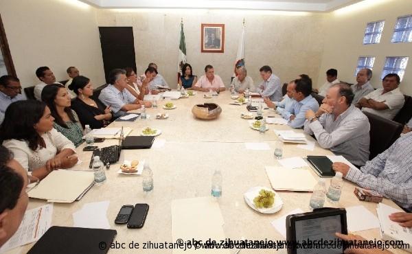 Photo of Ángel Aguirre instruye a sus colaboradores redoblar esfuerzos