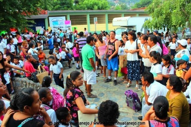 Photo of Exigen destitución y auditoría a directora de escuela primaria