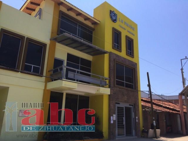 Photo of Se van de vacaciones trabajadores del Ayuntamiento de La Unión, dejan las puertas abiertas del edificio