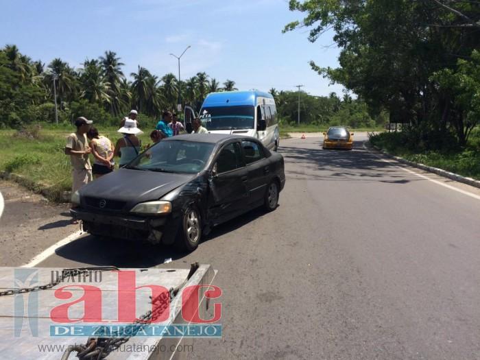 Photo of Urvan choca contra auto; no hubo víctimas