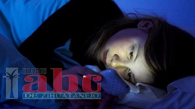 Photo of Revisar tu móvil antes de dormir tiene misteriosas consecuencias