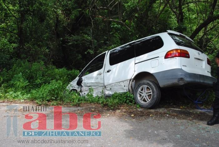 Photo of Chofer de camioneta sufre accidente en carretera federal Atoyac-Paraíso