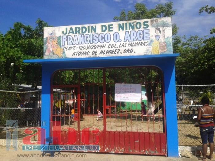 Photo of Denuncian padres de familias a directora de pedir dinero