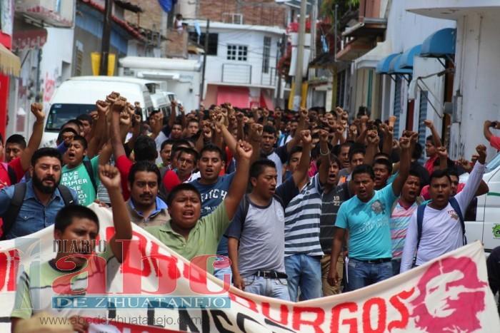 Photo of Marcharon normalistas de Ayotzinapa en Tixtla; por la aparición de los 43 y contra la represión