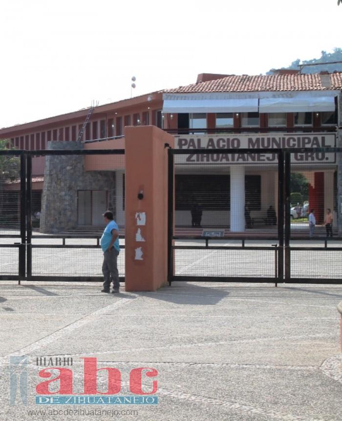 Photo of Transportistas buscan cinco espacios en ayuntamiento