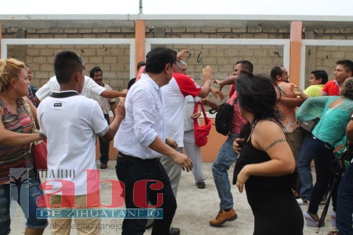 Photo of A golpes revientan elección de Morena en Zihuatanejo