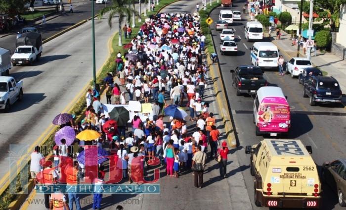 Photo of Marchan cuatro escuelas para exigir sean concluidas