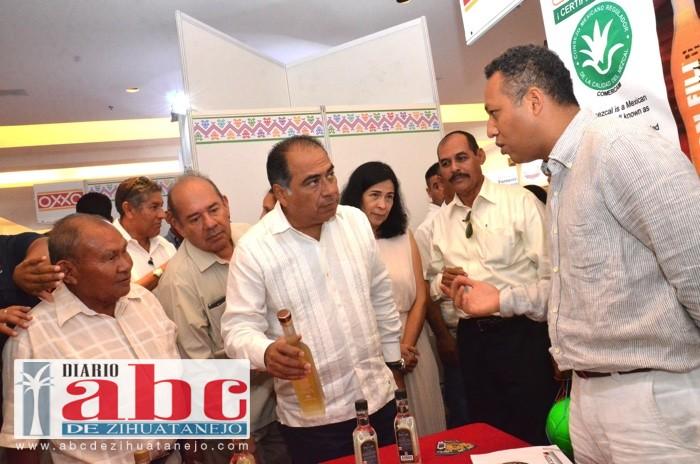 Photo of Entre todos tenemos que tomar el desarrollo económico de Guerrero: Héctor Astudillo
