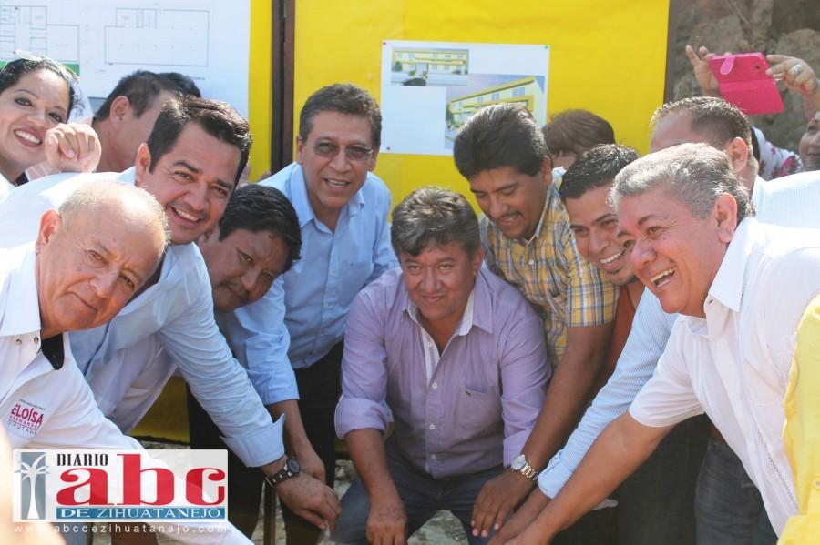 Photo of Militancia coloca primera piedra de lo que será la sede oficial del PRD en Zihuatanejo