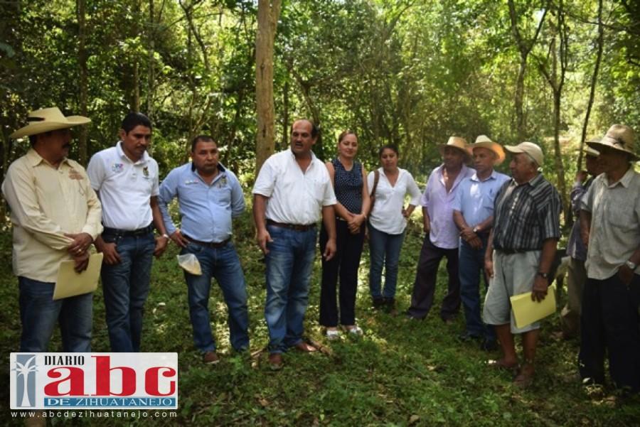 Photo of Coloca la primera piedra de corral de manejo comunitario Arturo Gómez en la Ciénega, Gro.
