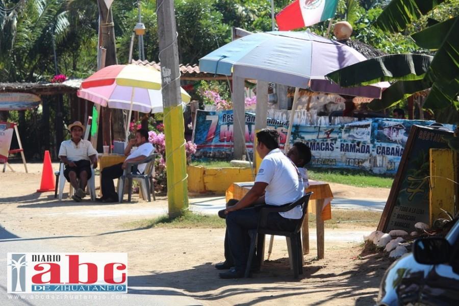 Photo of Bajo el turismo en los restaurantes de Troncones