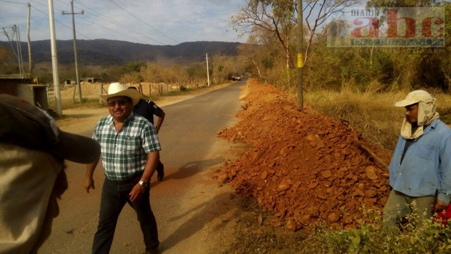 Photo of Inician los trabajos de construcción de la carretera que conduce a la comunidad la Salada; ARR