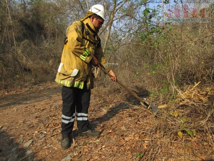 Photo of Bomberos de todo el estado adolecen de equipo suficiente para enfrentan incendios forestales