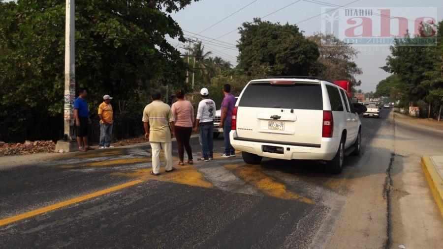 Photo of Maestros de la CETEG, realizaron un retén informativo sobre la carretera federal Acapulco- Zihuatanejo