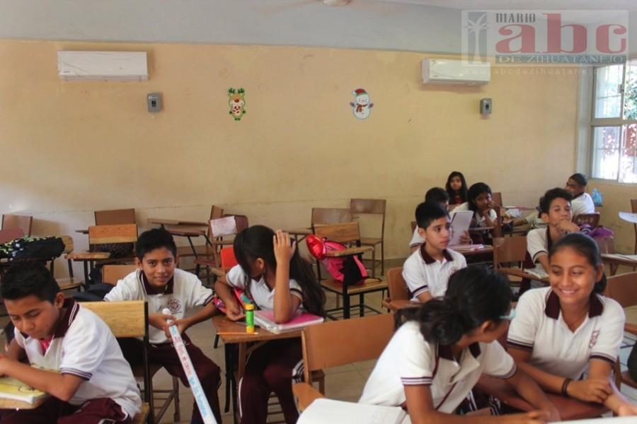 Photo of Educación en secundarias técnicas un fraude; acreditan materias sin tener maestro