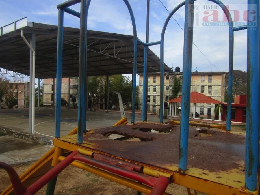 Photo of Vecinos del Hujal piden un parque rehabilitado pero al 100%