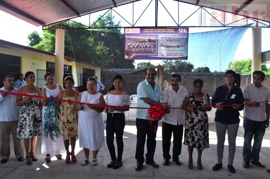 Photo of Inaugura Arturo Gómez la techumbre, en la escuela primaria «Hermenegildo Galeana»