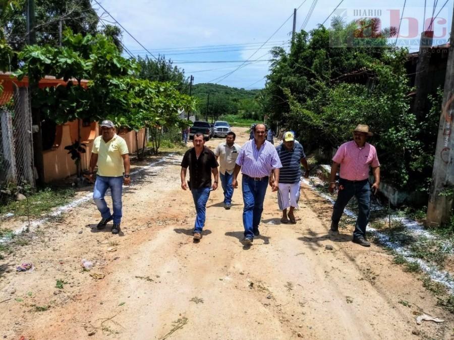 Photo of Supervisa presidente Arturo Gómez Arranque de la segunda etapa de pavimentación en la calle de Palos Blancos