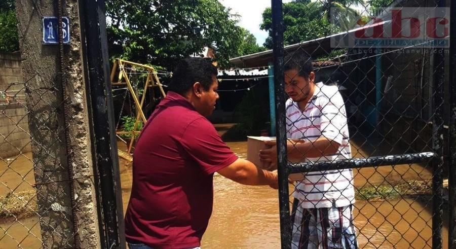 Photo of Asociacion «Es Posible», entrega apoyos a familias afectadas por lluvias en Petatlán