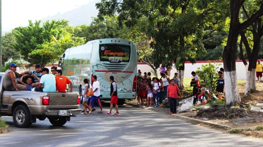 Photo of Llegan miles en autobuses turísticos