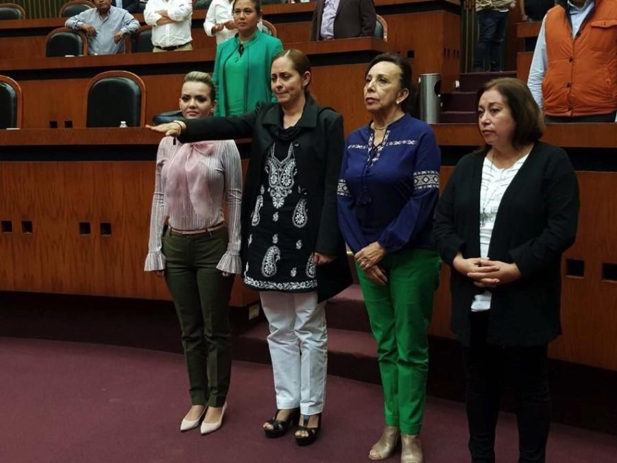 Photo of Asume la esposa del extinto Arturo Gómez la presidencia municipal de Petatlán ante congreso local