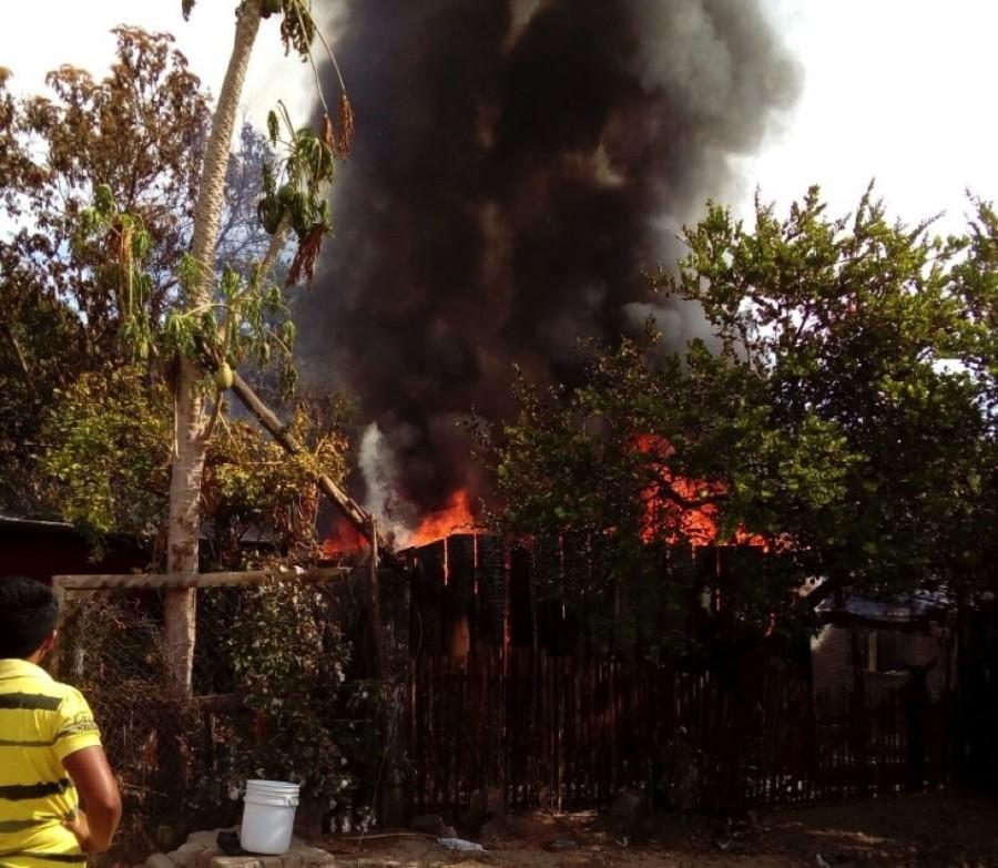 Photo of Se incendia humilde vivienda en Tecpan