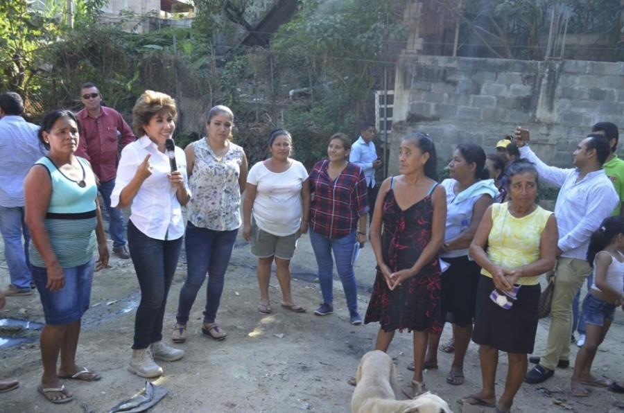 Photo of Mercedes Calvo puso en marcha obras del programa 3×1 en Acapulco