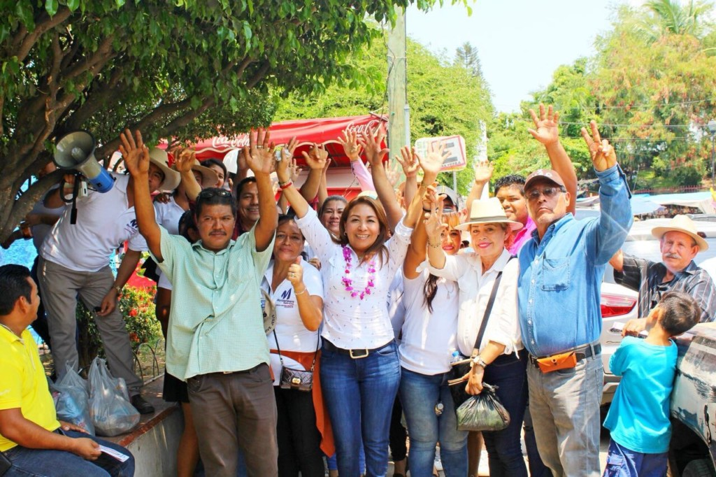 Photo of TOTAL RESPALDO PARA MARICARMEN CABRERA POR COMERCIANTES DE #PETATLÁN