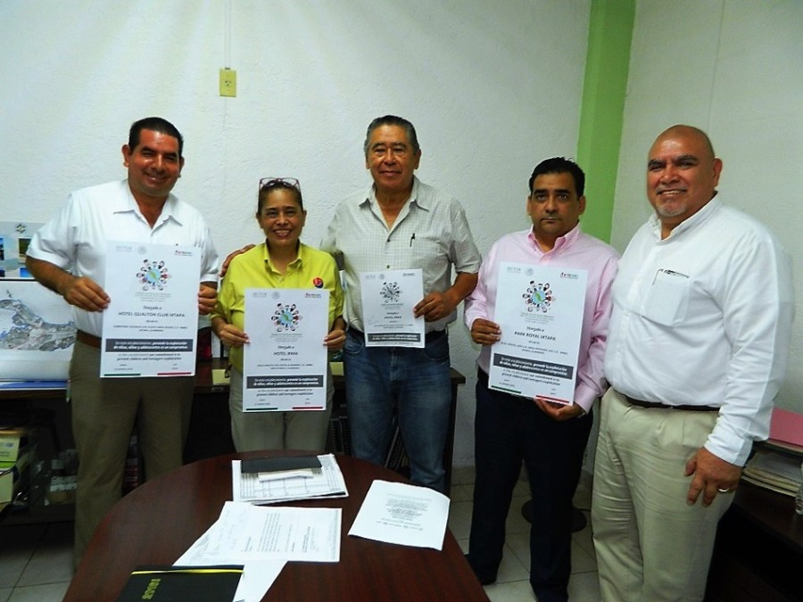 Photo of Entregan  certificados de Código de Conducta a hoteles