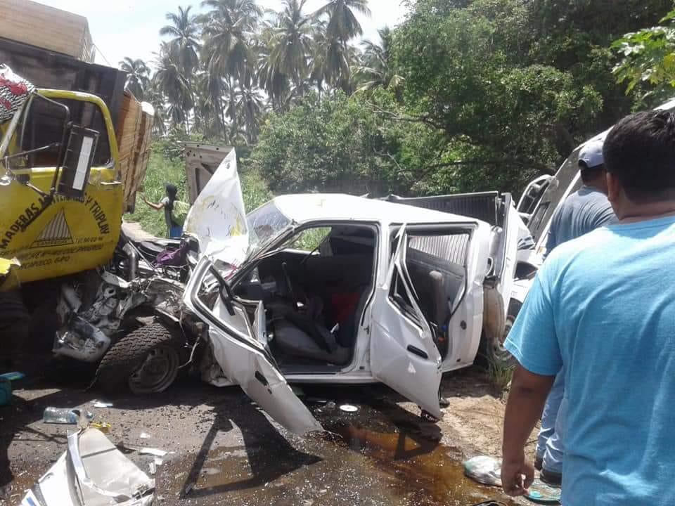 Photo of Una bebé fallecida y varios heridos en fuerte accidente en la carretera #Acapulco #Zihuatanejo