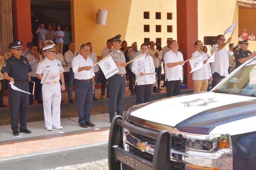 Photo of Revisa en Zihuatanejo, HAF temas de seguridad y relacionados con las obras que ha puesto en marcha para beneficiar a los habitantes de esa zona.
