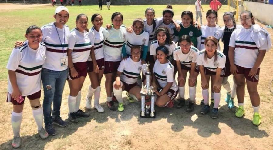 Photo of Panteras, levantan trofeo de campeonas en Agua de Correa